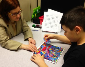 child works with PuzzleArt Therapy
